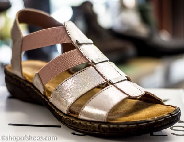Very soft leather sandal with elastic sides